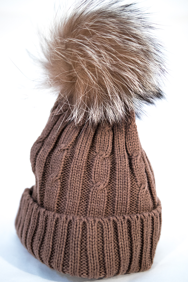 cappelli in lana con ponpon in pelliccia di volpe - Pellicceria Gina ... 826289068e5b